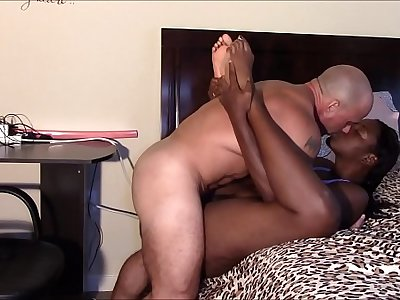 Massage ends in creampie